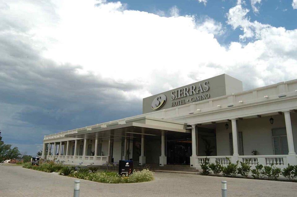 Hotel cerrado, Casino facturando. Semana Santa y el Sierras sigue sin abrir