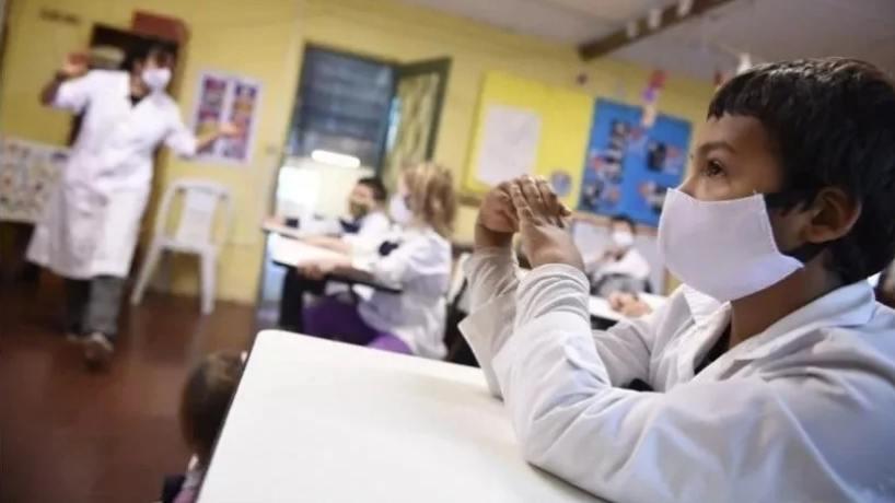 Reiteran que los estudiantes con síntomas compatibles con Covid no deben ir a la escuela