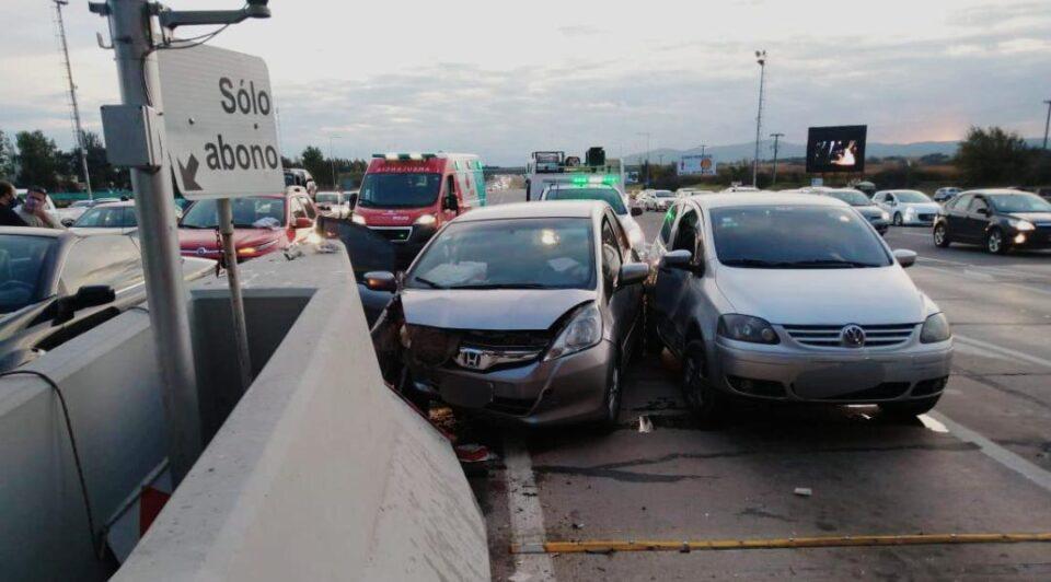 Fuerte colisión con heridos en el peaje de Malagueño