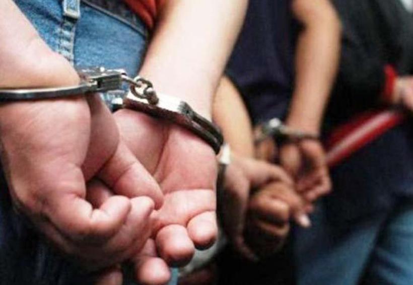 Quedaron arrestados por robas papas en un campo