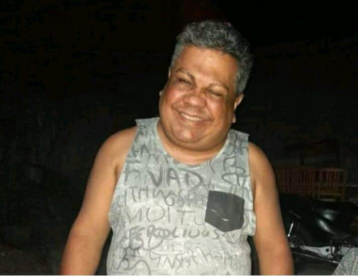 El reconocido vidriero de la ciudad Julio Martínez, falleció en el día de la fecha. Se encontraba en terapia intensiva por causa de Covid-19. Hoy, una de sobrinas brindó su testimonio y recordó con amor y tristeza a Julio.