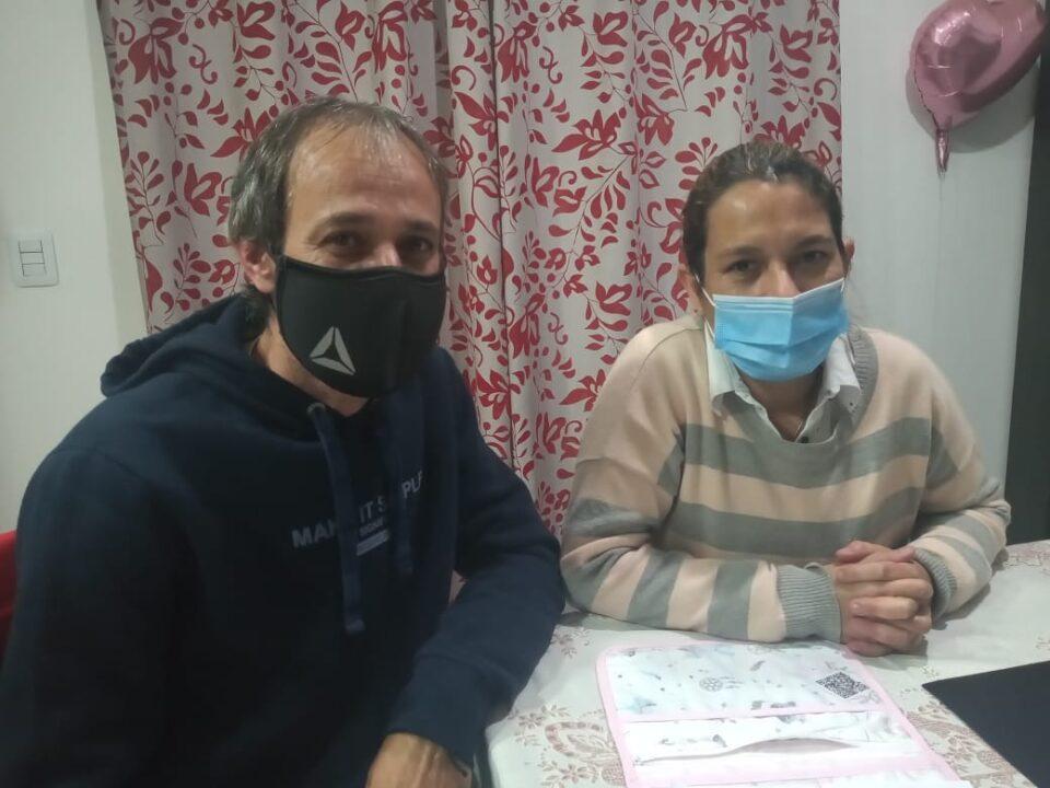 uno de sus hijos, padece síndrome de tourette y otra de sus hijas debe transitar un tratamiento y acompañamiento médico muy costoso. Necesitan cubrir los gastos de su tratamiento.