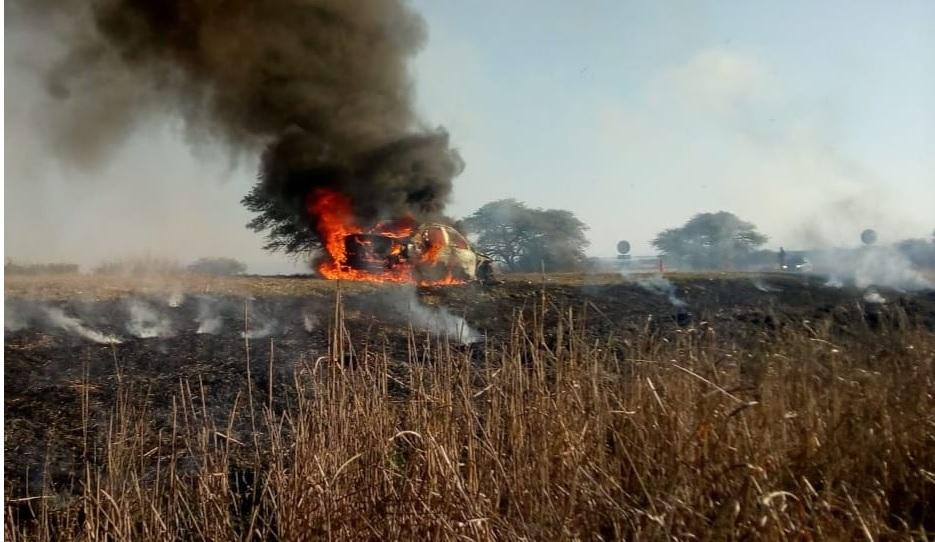 Un Mercedez Benz se incendio por completo sobre ruta C-45