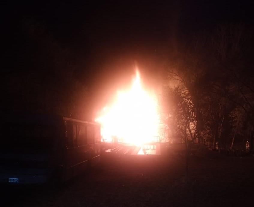 El fuego consumió por completo una vivienda barrio La Viña