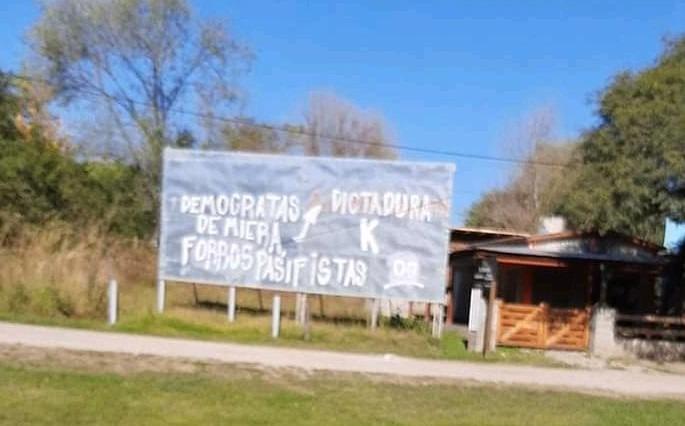 El sinsentido de la intolerancia se convirtió en pintadas en Villa La Bolsa