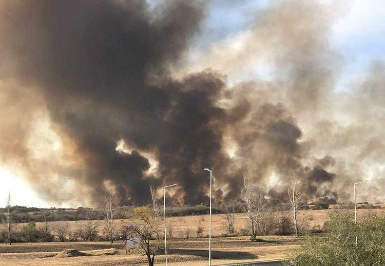 Bomberos lograron contener parte del incendio en Malagueño