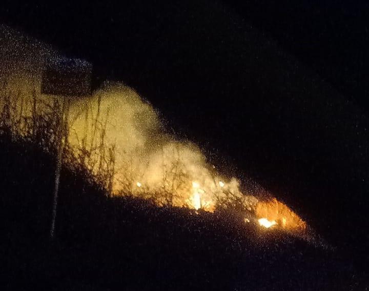 Otro foco de incendio encendió las alarmas a la medianoche