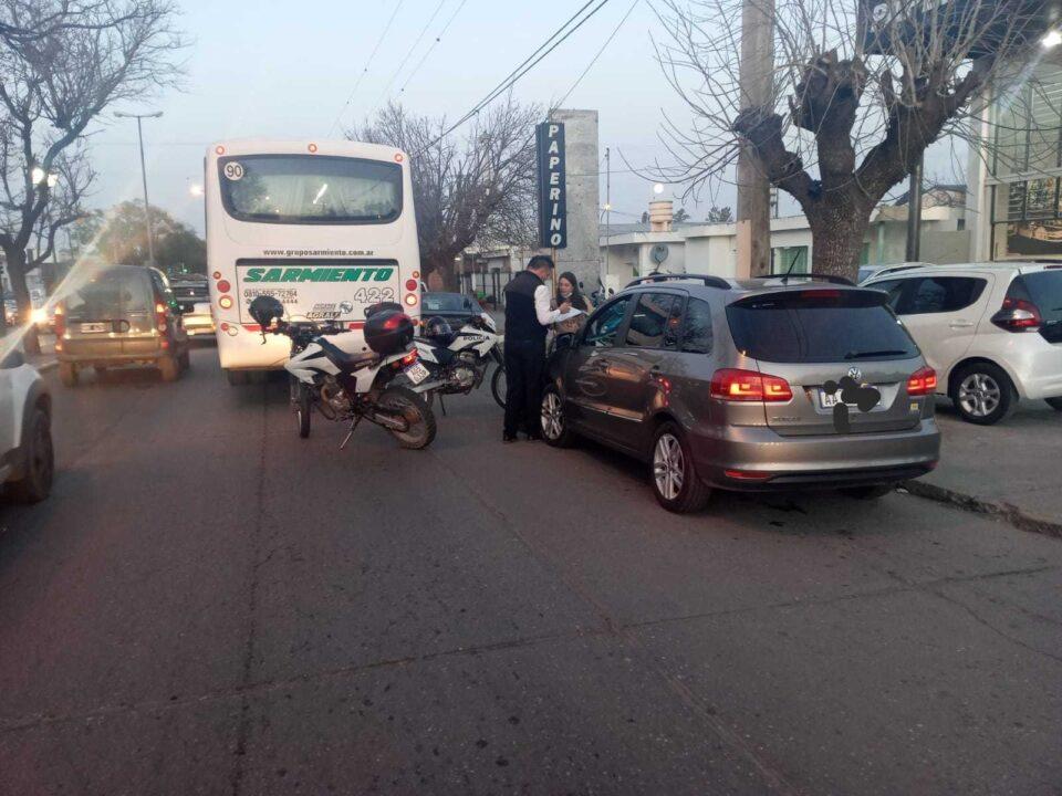 Un auto y un colectivo chocaron en Av. Libertador