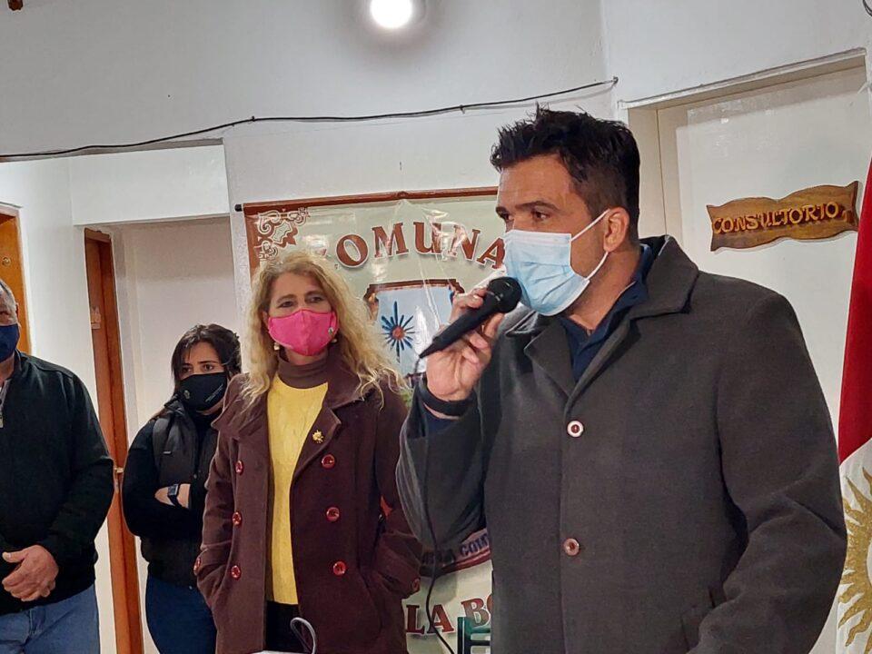 omo se esperaba que ocurriera, el ministro de Gobierno Facundo Torres visitó Villa la Bolsa, para hacer entrega de equipamientos de salud.