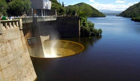 Hallaron a un hombre muerto a orillas del Lago San Roque