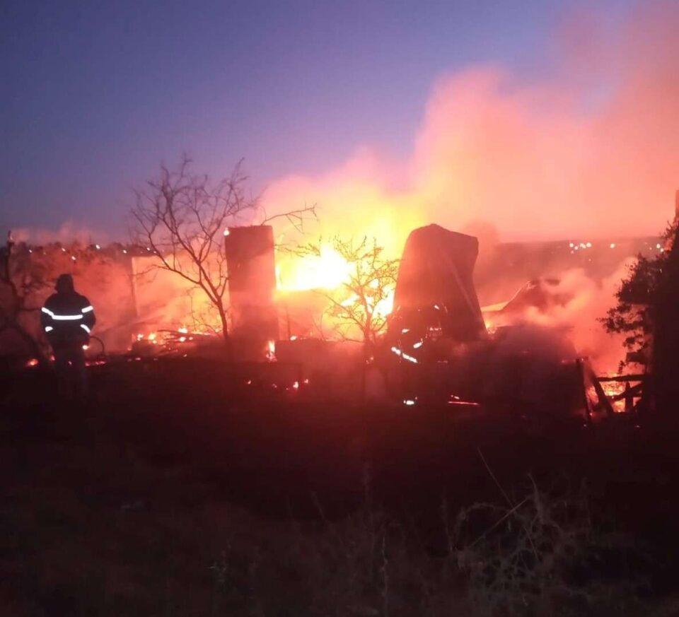 Un incendio consumió por completo una vivienda en Valle de Anisacate