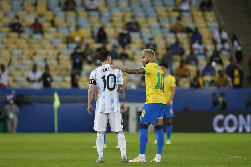 En un superclásico de invictos de las Eliminatorias, Argentina visita a Brasil