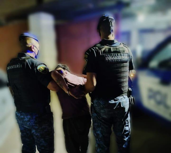 Un hombre detenido por golpear a su pareja y causar destrozos