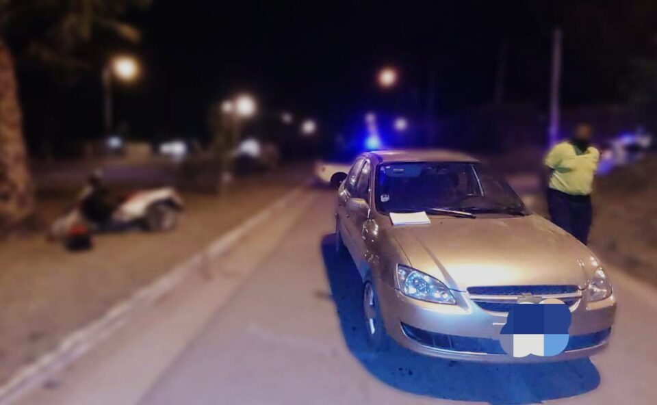 Una motociclista herida tras una fuerte colisión en Villa Oviedo