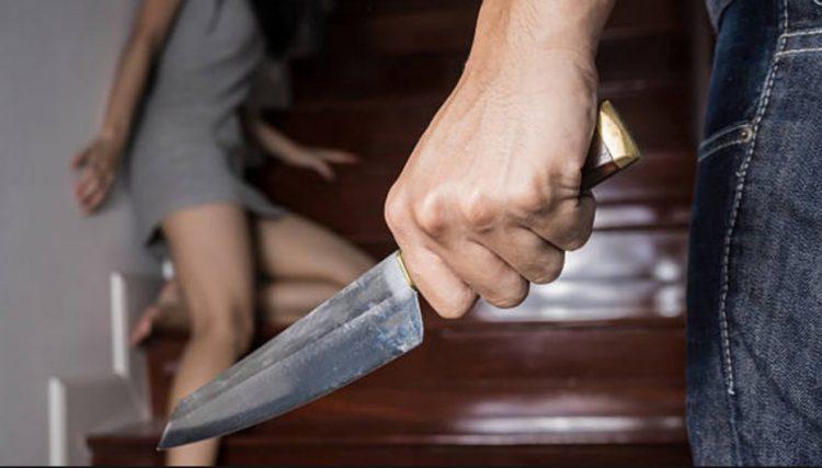 Fue detenido cuando amenazaba a su familia con un cuchillo de carnicero