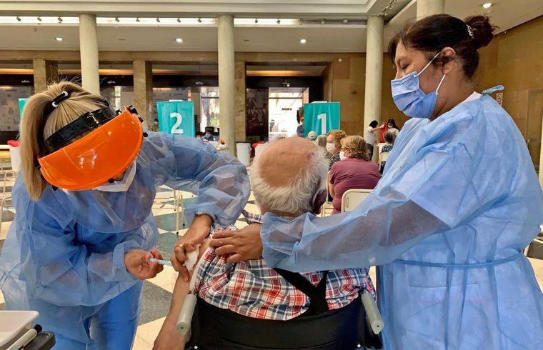 Vacunación Covid-19: mayores de 60 podrán completar su esquema sin turno